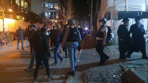 פשיטה ומעצרים של המשטרה בישיבה בבני ברק