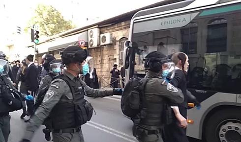 יידוי אבנים וחפצים לעבר כוחות המשטרה ברחוב יחזקאל בירושלים