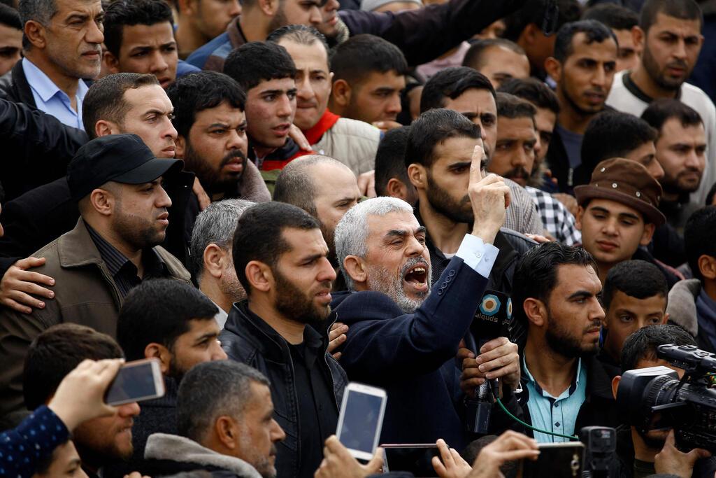 אבו מאזן מסרב לקבל את ערבי המשולש או את המשלוש ולא מכיר בערבי ישראל או בבדואים טוען הם שוהם בלתי חוקרים ומהגרים ולא פלסטינאים S1m1qYLm00_0_0_3000_2000_0_x-large