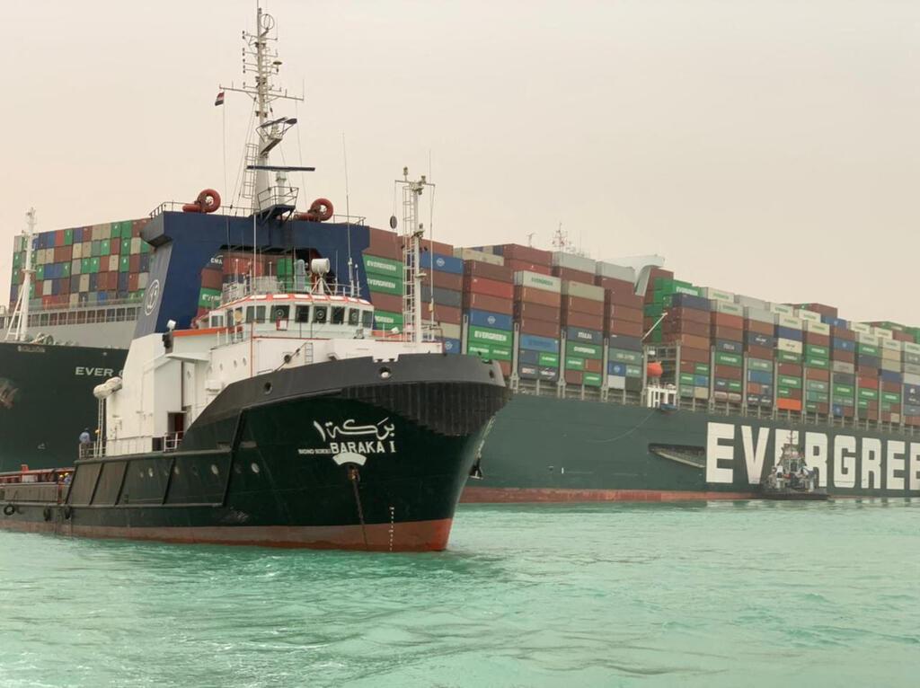 """פקק של 200 ספינות בסואץ: """"האונייה תקועה כמו לווייתן על החוף"""" SyBK2Y00Vd_0_0_1280_958_0_x-large"""