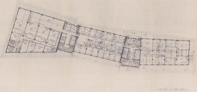 תכנית קומה טיפוסית- מימין- חברת המיחשוב, משמאל- בית המשפט. מתוך היתר הבניה, מקור: ארכיון תיק הבנין בעירית תל אביב