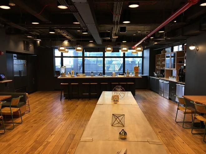 WeLive ניו יורק- מטבח וחדר אוכל