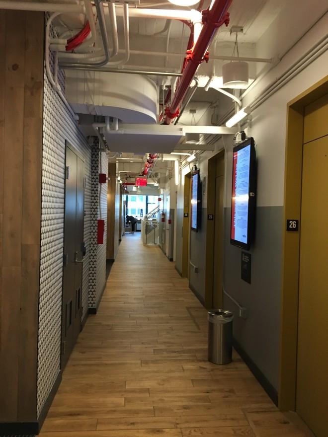 WeLive ניו יורק- ממסדרון חדרי אירוח
