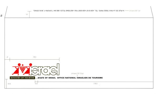 מתוך חוברת הנחיות. שימוש בלוגו משרד התיירות על גבי ניירת: מעטפה, 1993 / עיצוב: דן רייזינגר,