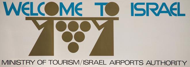 שלט בשדה התעופה בן גוריון, עיצוב: וויסהוף אליעזר, באדיבות