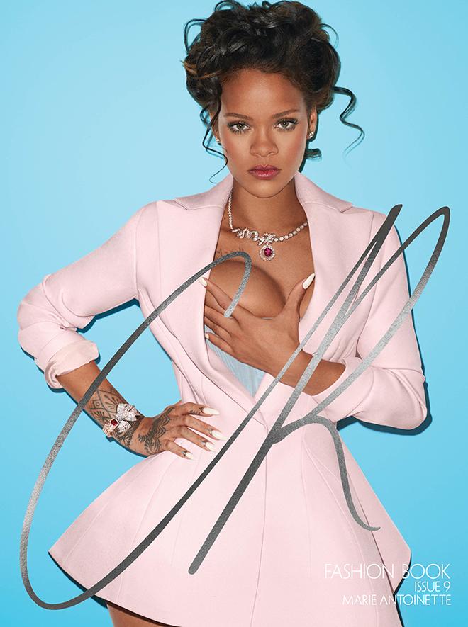ריהאנה בפוזה לא מתפשרת למגזין האופנה CR /
