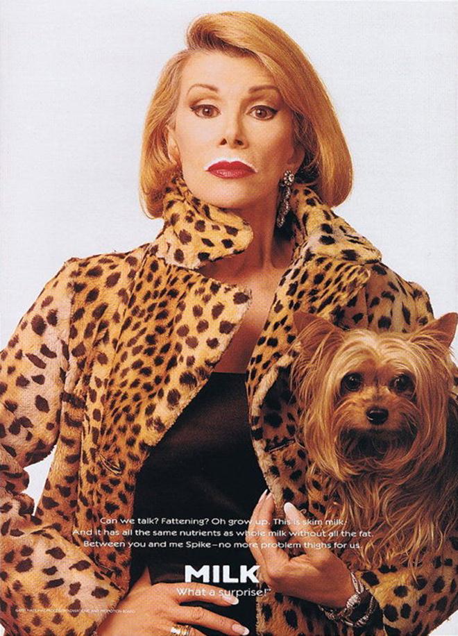 כוכבת הטלויזיה האמריקאית ג׳ואן ריברס על כרזה לקמפיין משנת