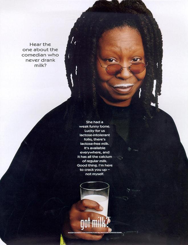 השחקנית וופי גולדברג פרסומת לGot Milk? a / שנת 1999