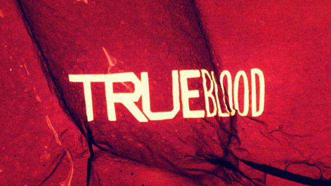 לוגו סדרת הערפדים ״דם אמיתי״