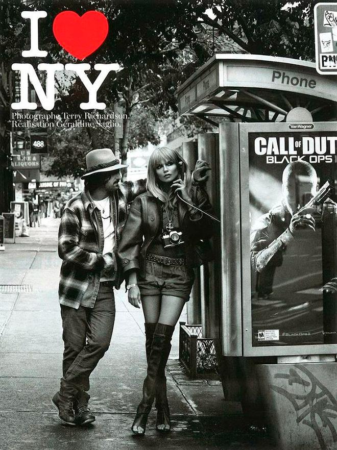 הלוגו במודעת פרסומת לניו יורק במגזין ווג