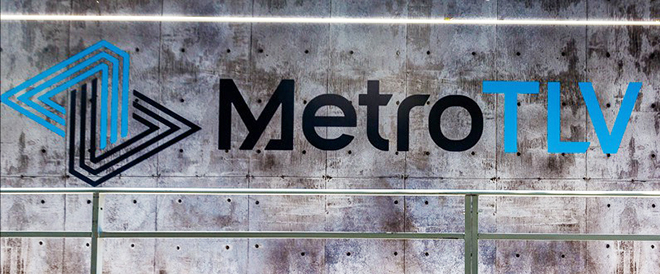 כתובת גרפיטי מהאתר שהוקם בקצה שדרות רוטשילד בתל אביב, שחשף את לוגו הרכבת / עודד בן יהודה