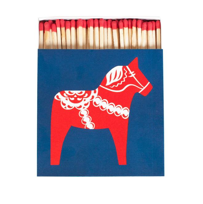 הסוס המאוייר על גבי קופסת הגפרורים של המותג השוודי SKANDIUM