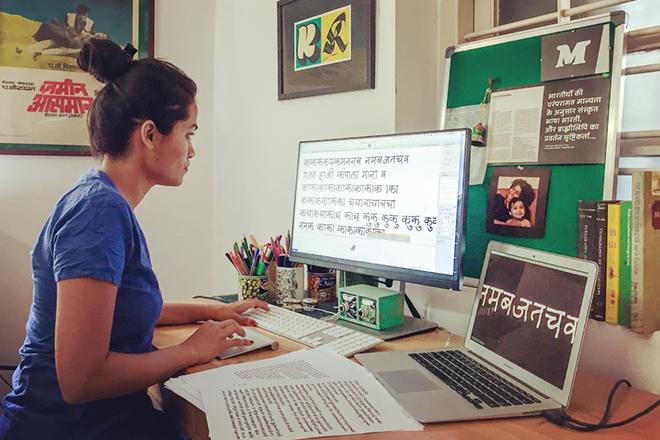 קימיה גנדהי בסטודיו שלה במומבאי / צילום: קימיה גנדהי