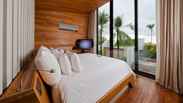 חלונות ענק היישר אל הים. מתוך אתר המלון קאסה דה לה פלורה