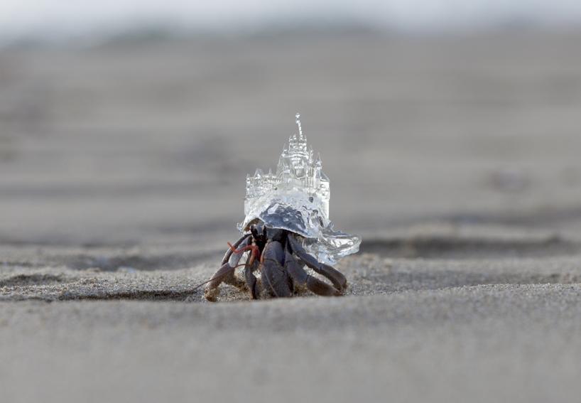 aki-inomata-white-chapel-hermit-crab-shelter-designboom-01