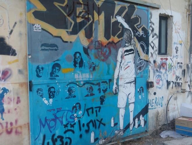 דלת סטודיו מצויירת בסמטה 1253, 24 ביולי 2016