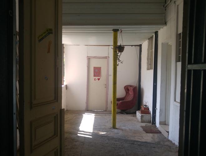 הדירה בקצה המרפסת בקומה הראשונה, 23 באוגוסט 2016