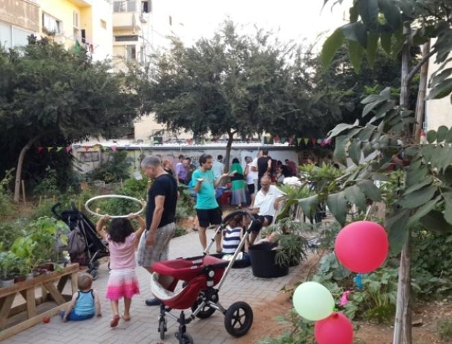 הגינה הקהילתית בשטח קטן ברחוב הרבי מבכרך שוקקת פעילות