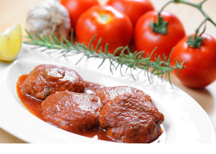 קציצות טונה ברוטב עגבניות (צילום: דודו אזולאי)