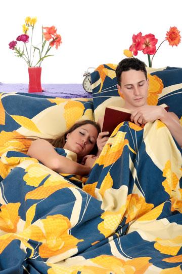 רק 2% מהגברים מתמודדים עם נדודי שינה בעזרת קריאה (צילום: shutterstock)