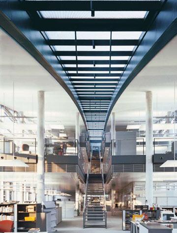 וכך נראים משרדי החברה מבפנים (צילום: Ingenhoven architecht )