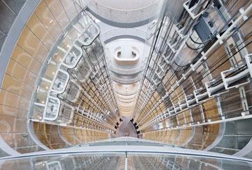 חלל הכניסה (האטריום) במגדל בליי (צילום: H.G. Esch, Hennef)