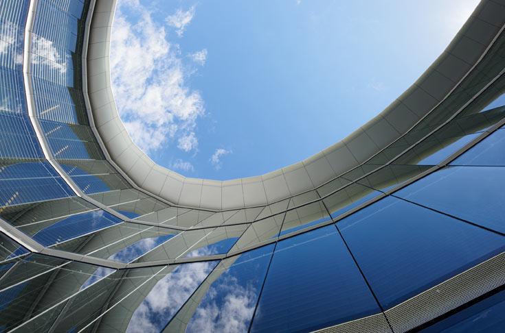 המשרדים הראשיים של סווארובסקי. מערכות חימום וקירור חסכניות באנרגיה הן חלק מחזון ה-Supergreen של המשרד (צילום: H.G. Esch, Hennef)