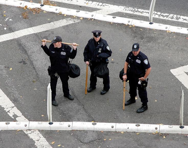 תעשו בדיוק מה שאומרים. שוטרי ניו יורק (צילום: gettyimages)