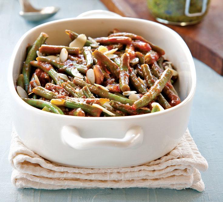 דל בקלוריות, מהיר וקל: תבשיל שעועית ירוקה בעגבניות ושקדים  (צילום: דניאל לילה)