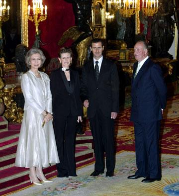 הזוג אל-אסד עם מלך ומלכת ספרד ב-2004 (צילום: gettyimages)