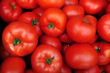 אם תוסיפו למרק עגבניות, הן יוסיפו לו טעם חמישי (צילום: shutterstock)