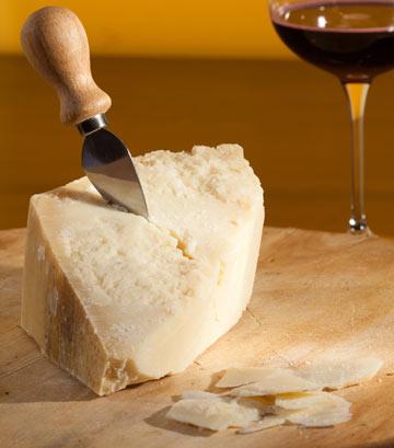 כדי לשפר את טעם המרק, השליכו לתוכו קליפה של פרמזן (צילום: shutterstock)