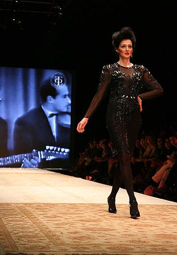 יעל רייך בתצוגת האופנה של דורית בר אור בשבוע האופנה בתל אביב בשנה שעברה (צילום: טל ניסים)