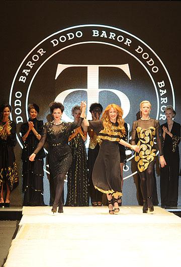 דורית בר אור בסיום התצוגה שלה בשבוע האופנה בשנה שעברה. תשתתף בגינדי תל אביב Fashion Week (צילום: דלית שחם)