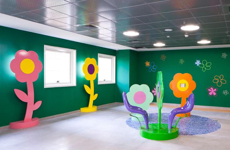הצבעוניות שולטת במחלקת הילדים החדשה של ''קפלן' (צילום: טל נסים)
