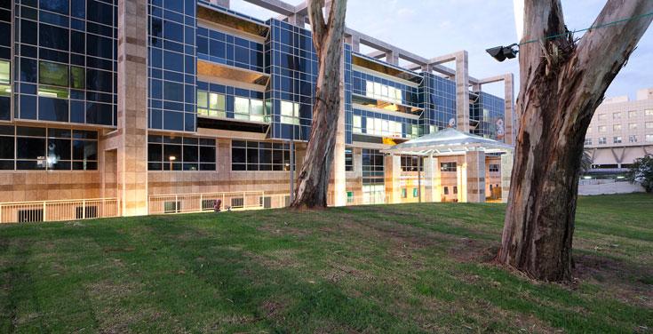 מעטפת הבניין נראית אחרת. רשמיות שמזכירה קניון או בניין של חברת הייטק  (צילום: טל נסים)