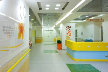 קומה 3 הצהובה-תכולה כוללת מחלקה גדולה, טיפול נמרץ ויחידת הורים (צילום: טל ניסים)