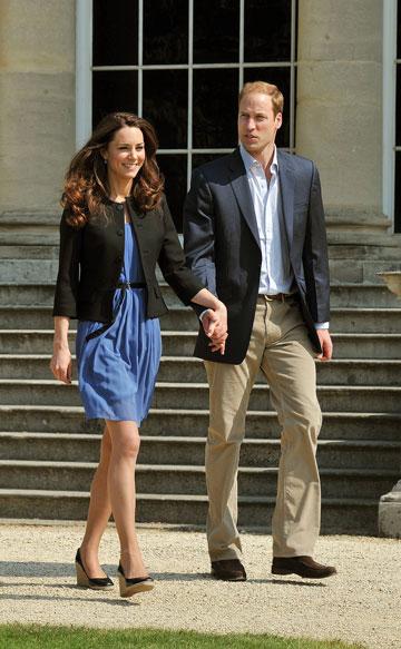בשמלה של זארה ובלייזר של ראלף לורן. אוהבת בגדי רשתות (צילום: gettyimages)
