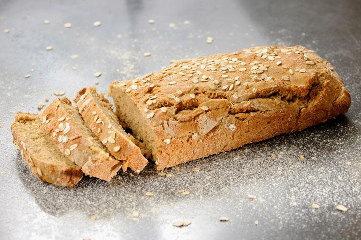 לא צריך להיות אופים מומחים. לחם מקמח מלא (צילום: דודו אזולאי)