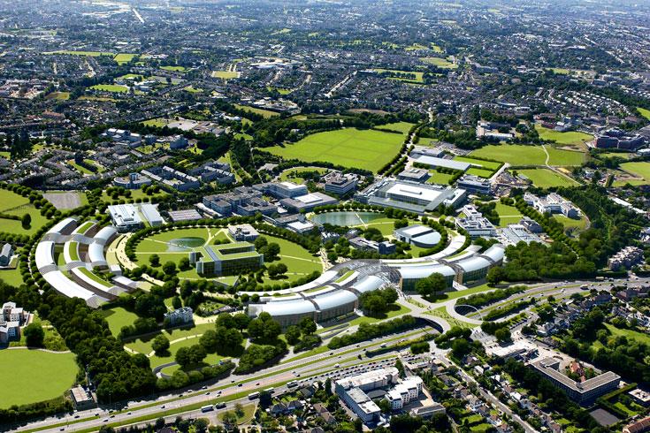 אוניברסיטת UCD, הגדולה ביותר באירלנד. תאים סולאריים וטורבינות רוח יספקו חשמל לקמפוס (צילום: H.G. Esch, Hennef)