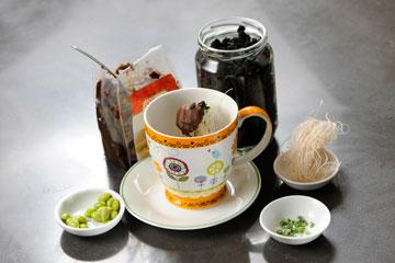 המצרכים להכנת מרק מיסו (צילום: דודו אזולאי)