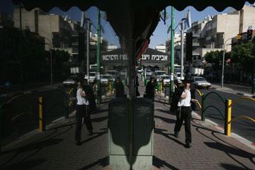 הרחוב הראשי, רבי עקיבא: תוסס לא פחות מת''א (צילום: מיכאל שטינדל)