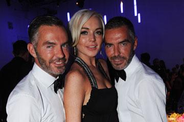 עם מעצבי האופנה דין ודן קאטן למותג דיסקוורד, 2011 (צילום: gettyimages)