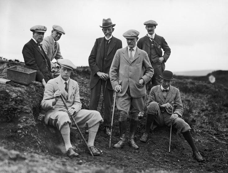 המלך אדוארד השמיני ומלווים, כולם מאובזרים במקל הליכה, 1921 (צילום: gettyimages)