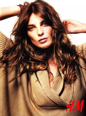 נשית בקמפיין סתיו-חורף 2010-11 של H&M