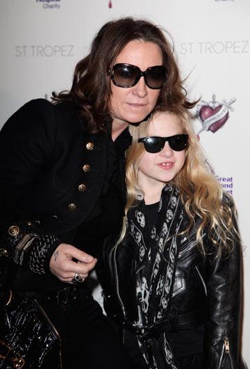 האם מג מתיוס עם בתה אנאיס גלאגר. המפורסמים שמחים לחשוף את ילדיהם לתקשורת (צילום: gettyimages)