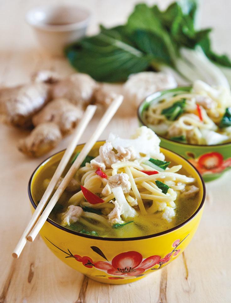 רק עוף תאילנדי עם נודלס וכרובית  (צילום: יוסי סליס, סטיילינג: נטשה חיימוביץ' )