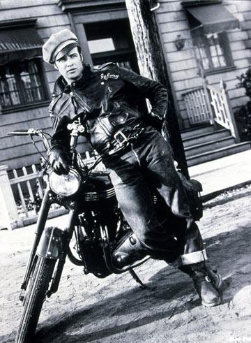 מרלון ברנדו בסרט ''הפרא''. רוחו הפציעה על המסלול של D-Squared2 (צילום: rex/asap creative)