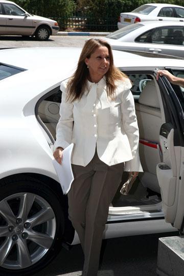 שרי אריסון בבגדיה שלה. אחת המתלבשות הגרועות בישראל (צילום: שאול גולן)