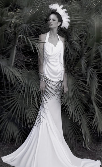 שמלת כלה של יניב פרסי. ''ניגודים ומפגש של בדים רכים ונוקשים שחוברו יחדיו'' (צילום: איילת רבינוביץ)